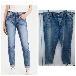 NWOT  AEO distressed high rise girlfriend jeans